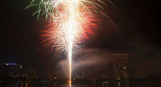 Fireworks at the Fountain - Lake Eola