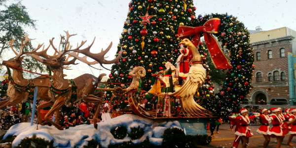 Universal Orlando Celebrates Holidays with Macy's Parade  - photo by Carol Garreans