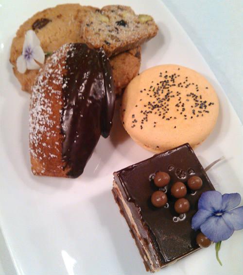 Urbain 40 - Macarons, Cookies & Seasonal Torta