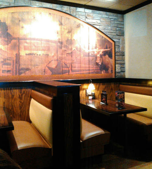 LongHorn Steakhouse  - Interior booths