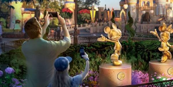 Magic Kingdom golden statues